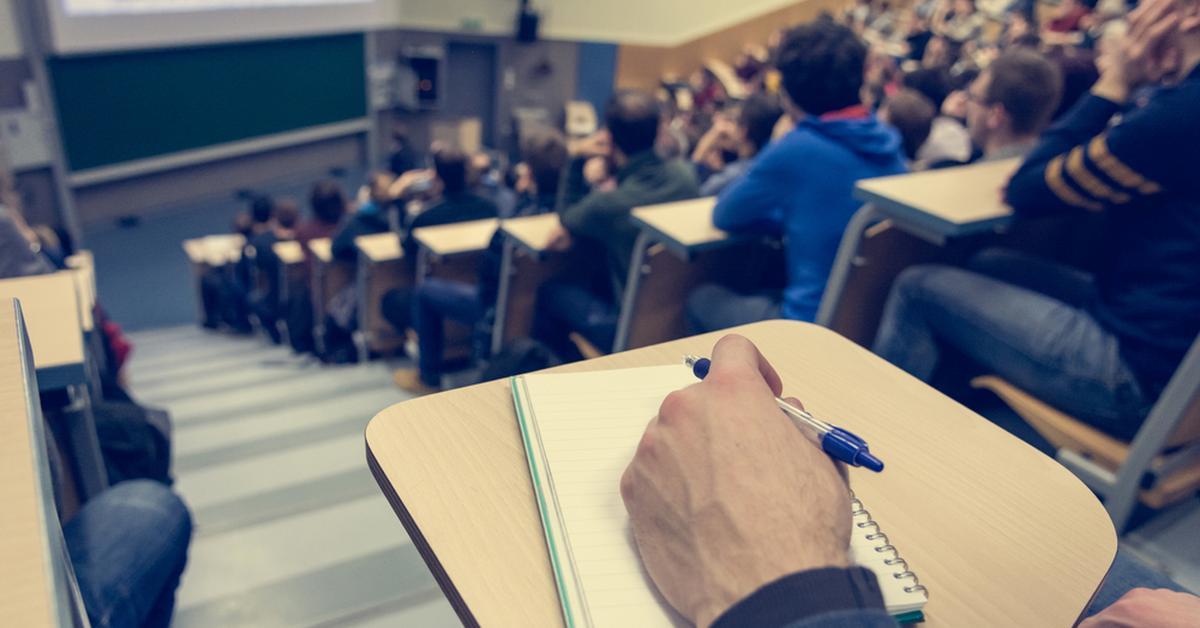Czy wiesz, że podczas praktyk studenckich powinieneś mieć wykupione NNW i/lub OC?